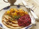 Schweinebraten mit Blaukraut, Kürbis und Pilzsoße Rezept