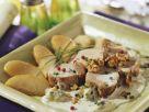 Schweinemedaillons mit Blauschimmelkäse, Birnen und Nüssen Rezept