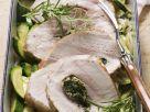 Schweinerücken mit Kräutern gefüllt dazu Zucchinigemüse Rezept