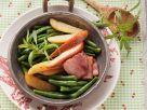 Speckbohnen mit Birne Rezept