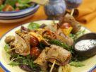Spießchen mit Truhthahn dazu Blattsalat Rezept