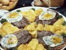 Steak mit Spiegelei und Kartoffelchips Rezept