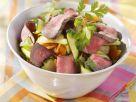 Streifen vom Filetsteak mit Gemüsesalat und Koriander Rezept