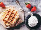 Süße Waffeln mit Erdbeeren Rezept