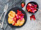 Syrniki mit Erdbeer-Rhabarber-Ragout Rezept