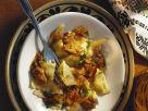 Teigtaschen mit Schinken und Kartoffeln gefüllt, dazu Lammsoße Rezept