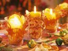 Tischdeko mit adventlich dekorierten Windlichtern Rezept