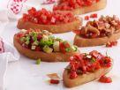 Tomaten-Crostini mit Paprika, Avocado und Pilzen Rezept