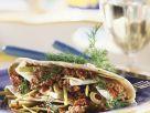 Tortilla mit Hackfleischfüllung, Lauch und Oliven Rezept