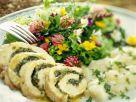 Truthahnroulade mit Kräuterfüllung und Wildkräutersalat Rezept