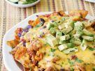 Überbackene Tortilla-Chips mit Hähnchen und Avocado Rezept