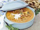Ungarische Suppe mit Würstchen, Pilzen und saurer Sahne Rezept
