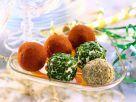 Verschiedene, pikante Frischkäsebällchen Rezept
