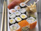 Verschiedene Sushi-Röllchen Rezept