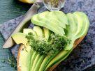 Vollkornbrot mit Avocadoscheiben Rezept