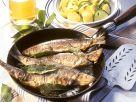 Wacholder-Bratheringe mit Kartoffel-Gurken-Salat Rezept
