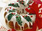 Weihnachtlicher Kranzkuchen mit bunter Zuckergussverzierungn Rezept