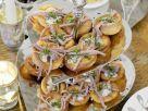 Yorkshire Puddings mit Roastbeefstreifen und Meerrettich Rezept