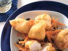 Zander-Nuggets im Dill-Kartoffelteig auf Möhrenrohkost Rezept