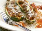 Zucchinischiffchen mit Hackfüllung Rezept